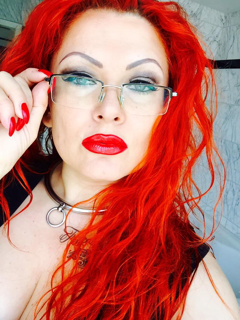 Femdom & Findom - Geldherrin Goddess Nora Marinelli - The